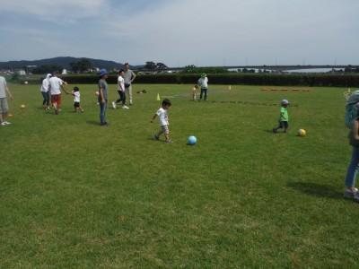 湘南ベルマーレによる2歳~5歳の子どもさんとお父さん・お母さんと楽しくサッカーをしましょう!親子サッカー教室!